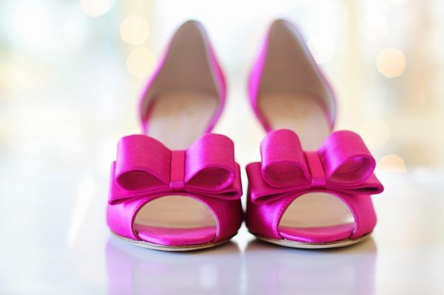 buty do różowej sukienki