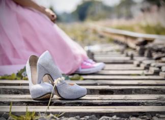 jakie buty do różowej sukienki